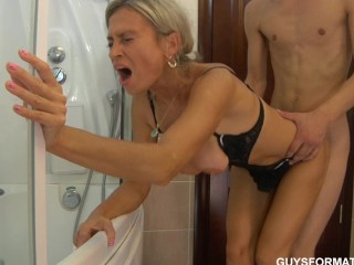 Granny getting fucked in ass